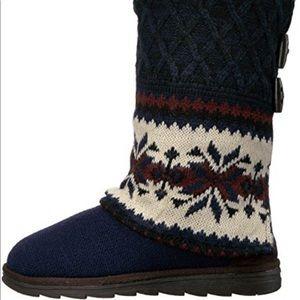 Muk luks  Shawna Sweater boots size 9